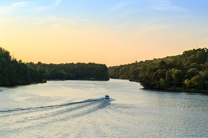 boating-in-Silverwood-Lake